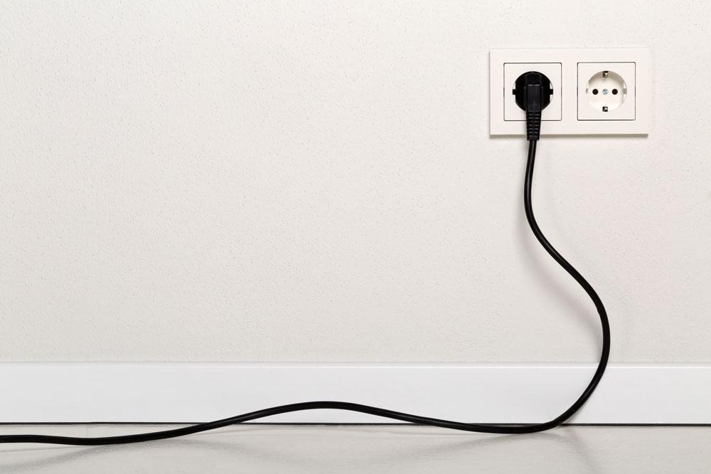 הזזת נקודת חשמל על ידי חשמלאי מוסמך
